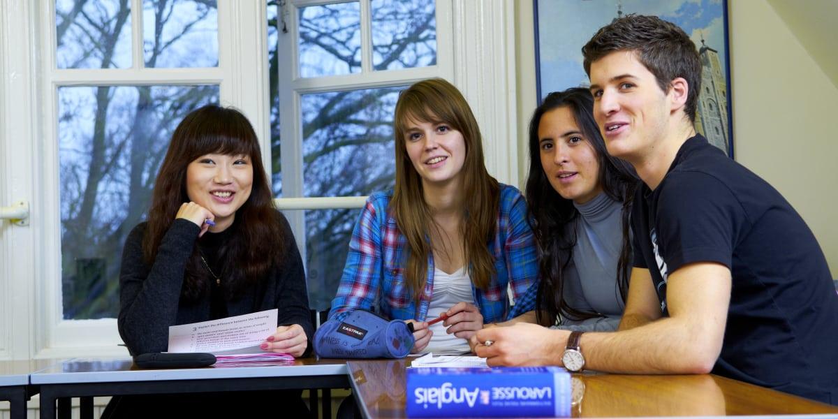 séjour linguistique cours classe étudiant